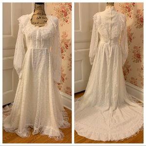 Stunning Vintage White Wedding Dress